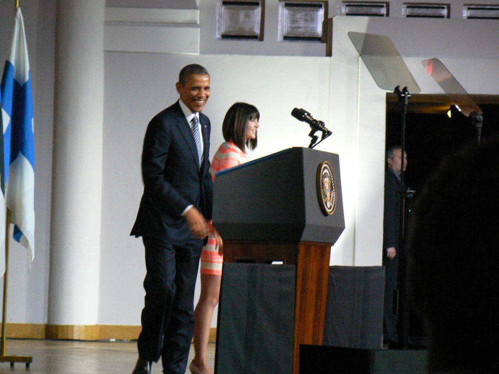 Laura Hemmati hands the floor to President Barack Obama
